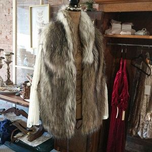 Fur vest with lace sleeves